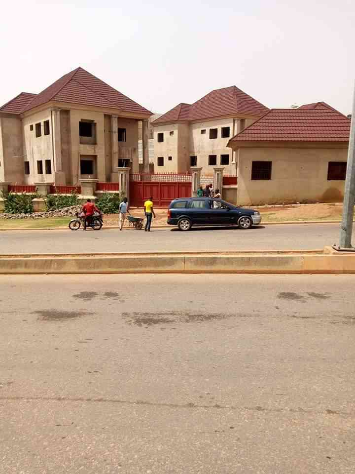 6 bedroom duplex for sale in Guzape district of abuja picture