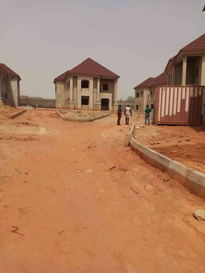 6 bedroom duplex for sale in Guzape district of abuja