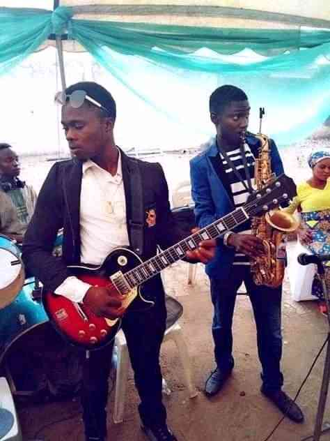 Guitarist oluwatosin picture