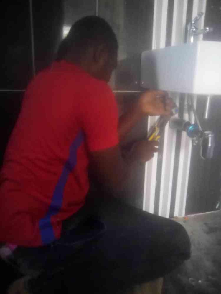Admol plumbing tech